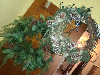 2 Christmas Wreaths  1 has lights