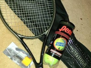 WIlSON TENNIS RACKET AND CASE  High Modulus Graphite  Hammer System  comes with tennis balls  extra grip tape