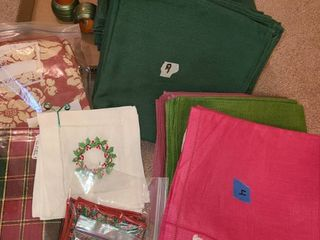 lot of Napkins  Various Colors  Mostly Green  2 Napkin Rings
