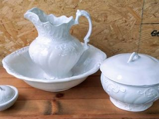 Gorgeous Water Bowl Basin   Pitcher w  Chamber Pot Set   Signed