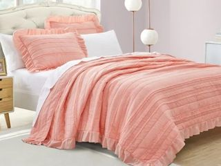 Beaute living Ruffle Stripe Clip 3 Piece Quilt Set   Twin