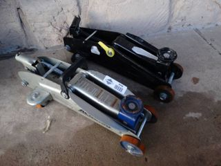 2 automotive jacks