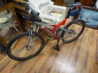 Giant Warp DS Two Mens Mountain bicycle w  extras