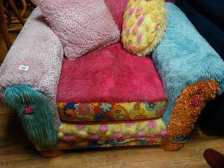 AWESOME one of a kind very comfy   fluffy Girls arm chair w  pillows