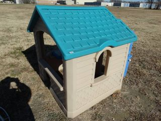 Childs plastic play house