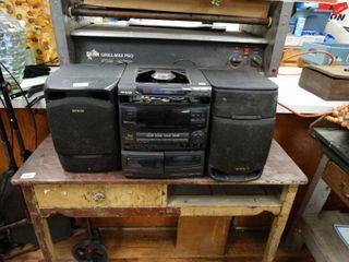 Aiwa cd player w  speakers