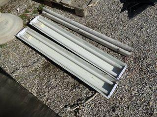 3 shop light fixtures w  bulbs