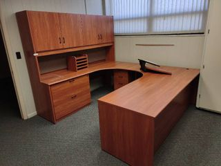 large U Shaped Desk with Keyboard Tray  Approx  74  x 96  x 74  H