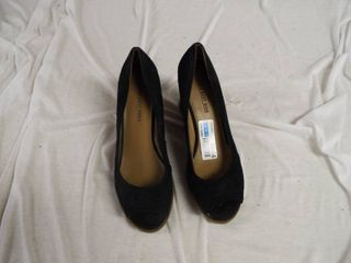 A pair of lower east side wedges size 9