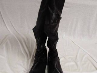 A pair of boot s size 9w