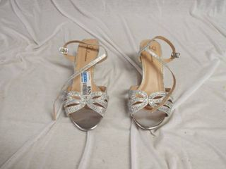 A pair of lorraine high heels size 9W