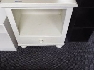 Broyhill white night stand w drawer
