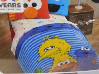 Sesame street SUPER SOFT microfiber twin comforter 64 in X 86 in