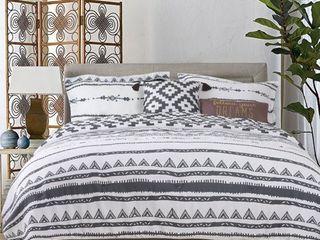 Explore Brand SURI 5 Piece Cotton Comforter Set   1 Comforter  2 Shams  2 Accent Pillows