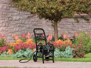 Suncast 200 ft  Wheeled Decorative Black Hose Cart