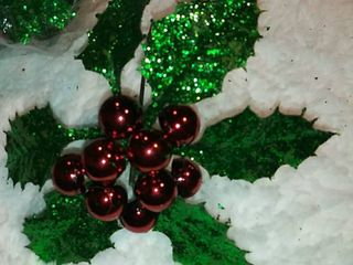 12 Christmas Picks Great in a Wreath