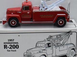 1958 International R 200 Tow Truck  die cast  1 34 scale