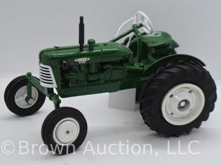 Oliver 440 die cast tractor  1 16 scale
