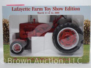 Farmall 200 die cast tractor  1 16 scale