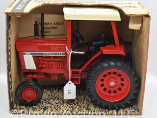 International 886 die cast tractor  1 16 scale