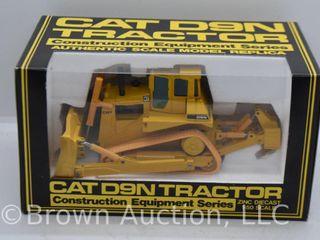 Cat D9N Dozer Tractor die cast model  1 50 scale