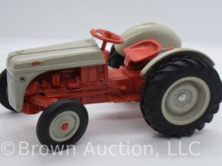Ford die cast tractor  1 16 scale