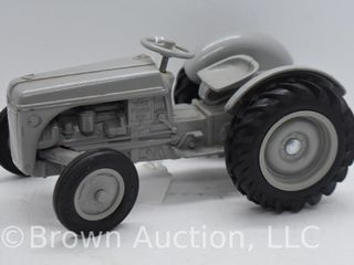 Ford 9N die cast tractor  1 16 scale