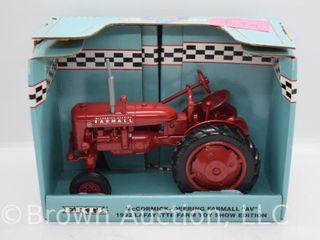 Farmall AV die cast Tractor  1 16 scale