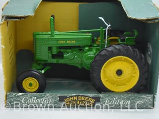 John Deere Model G wide front die cast tractor  1 16 scale