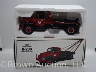 2  1957 International R 200 Gin Pole Winch Trucks  die cast  1 34 scale