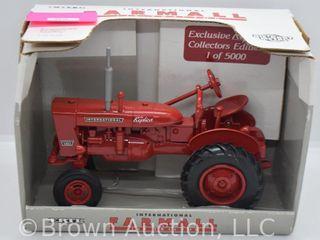 Farmall 140 die cast tractor  1 16 scale