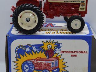 International 606 die cast tractor  1 16 scale