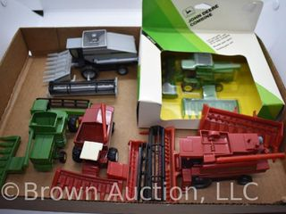 5  Assorted die cast Combines  appear to all be either 1 80 or 1 64 scale