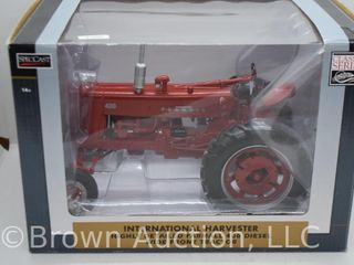 Farmall 400 wide front die cast tractor  1 16 scale