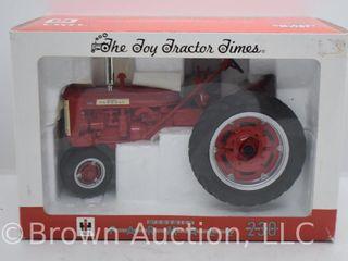 Farmall 230 die cast tractor  1 16 scale