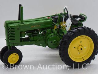 John Deere Model G die cast tractor  1 16 scale