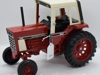 International 1086 die cast tractor  1 16 scale