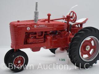 Farmall Super M die cast tractor  1 16 scale