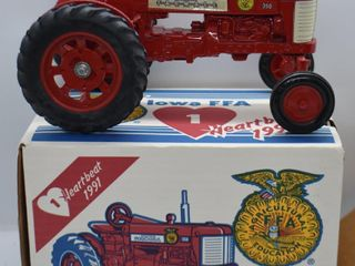Farmall 350 die cast tractor  1 16 scale