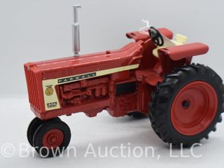 Farmall 806 diesel die cast tractor  1 16 scale