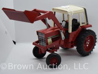 International 1586 die cast tractor w  front end loader  1 16 scale