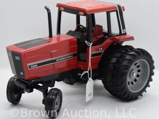 International 5288 die cast tractor  1 16 scale