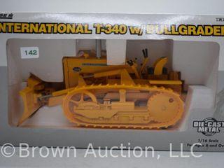 International T 340 crawler Trac Tractor w  Bullgrader  die cast  1 16 scale