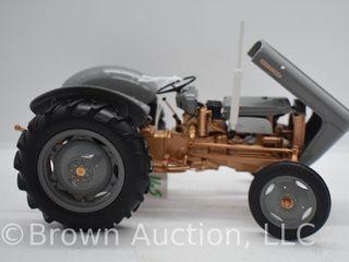 International 1586 die cast tractor  1 16 scale