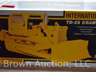 International TD 25 crawler die cast model  1 25 scale