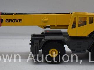 Grove RT870C Rough Terrain Hydraulic Crane die cast model  1 50 scale