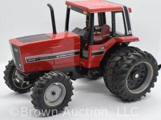 International 5488 die cast tractor  1 16 scale