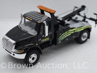 International 4400 series Truck with Jerr Dan Tow Body die cast model  1 34 scale