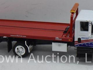 International 4400 series Truck with Slide Back Carrier die cast model  1 34 scale