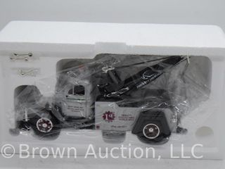 1955 Diamond T Tow Truck  die cast  1 34 scale